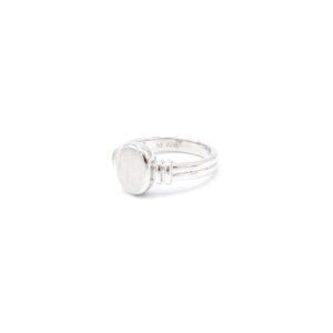Leuke zilveren letter ring