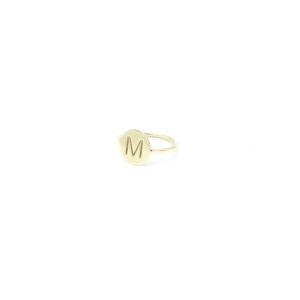 Mooie gouden ring met letter